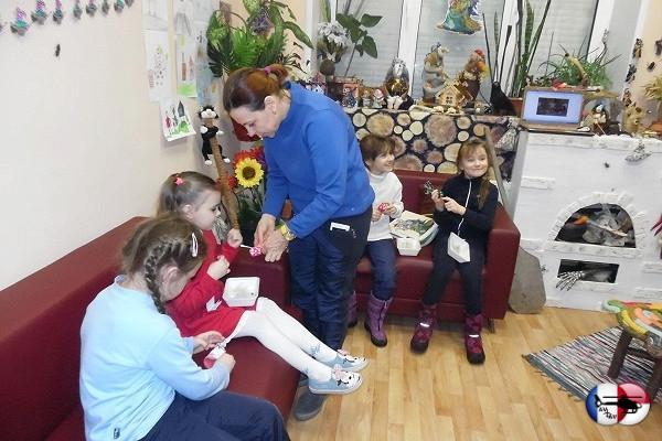 Юные мастерицы сделали оберег Домового вкожуховской библиотеке&nbsp